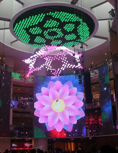 1,000 moving lights create shapes and patterns